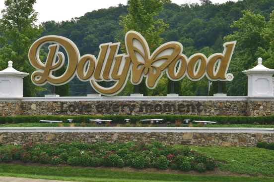 Dollywood by Rebecca  Helton